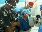 lekarze w klinice