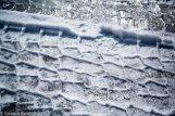 ślad opony na śniegu