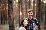 nastolatkowie w lesie