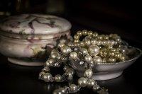 perły w naczyniu